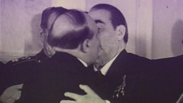Los besos de Brézhnev, una tradición que ha pasado a la historia - Sputnik Mundo