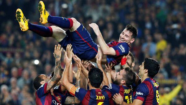 Lionel Messi y jugadores del Barça - Sputnik Mundo