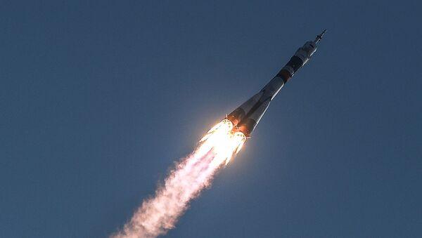 El lanzamiento del cohete portador Soyuz-FG,  con la nave tripulada de nueva serie Soyuz-MS, desde el cosmódromo de Baikonur - Sputnik Mundo