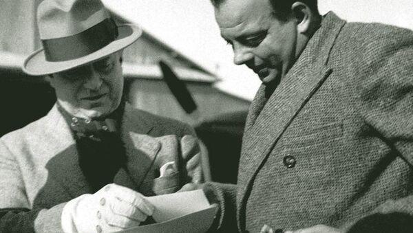 Saint-Exupéry y Marcel Peyrouton en Túnez, 1935 - Sputnik Mundo