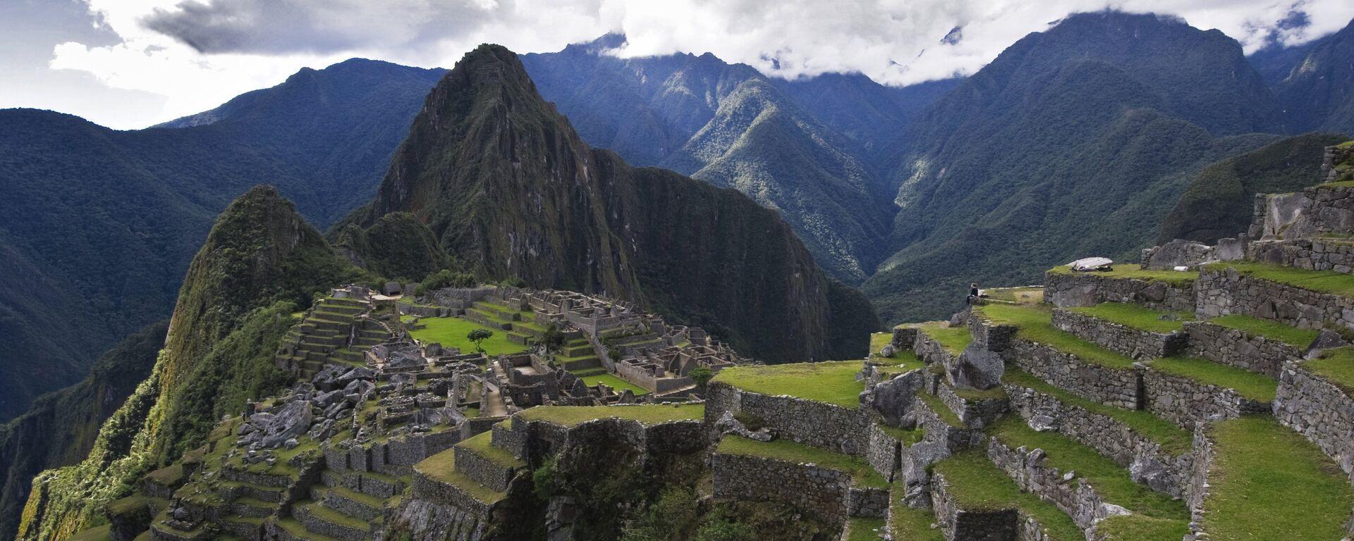 Vista de la montaña Huayna Picchu y las ruinas de la antigua ciudad de Machu Picchu. - Sputnik Mundo, 1920, 19.03.2021