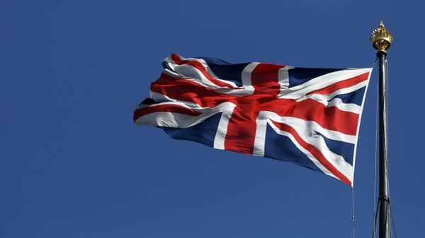 The union flag flies over the Houses of Parliament in Westminster, in central London - Sputnik Mundo