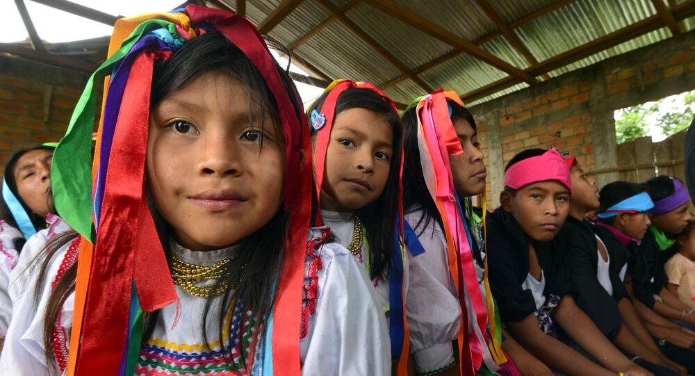 Niñas y niños quechua (archivo)