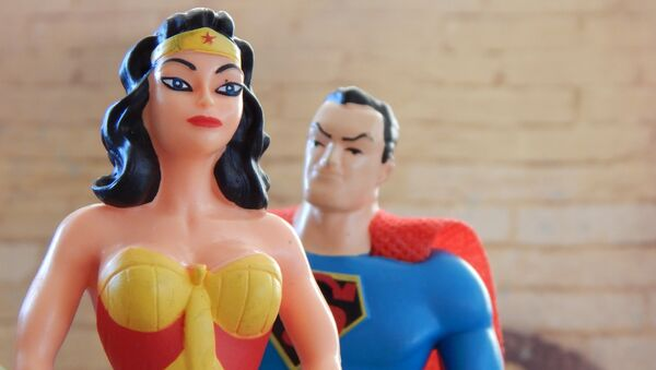Muñecas de Wonder Woman y Superman - Sputnik Mundo