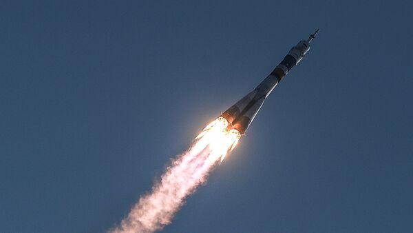 Пуск ракеты-носителя Союз-ФГ с транспортным пилотируемым кораблем Союз МС с космодрома Байконур - Sputnik Mundo