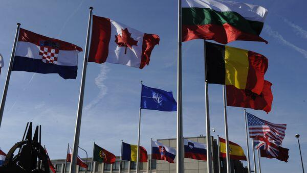 Banderas de las países miembros de la OTAN - Sputnik Mundo