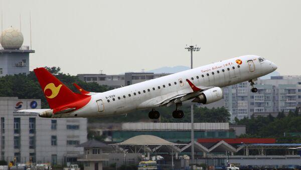 El avión de la aerolínea china Tianjin Airlines - Sputnik Mundo