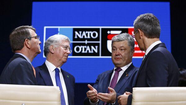 El presidente ucraniano Petró Poroshenko durante la cumbre de la OTAN en Varsovia - Sputnik Mundo