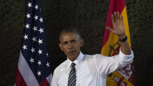 US president Barack Obama waves as he arrives at the Naval Station Rota, in Rota, southwestern Spain. - Sputnik Mundo