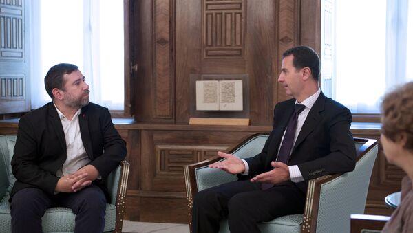 Presidente de Siria, Bashar Asad, durante una reunión en Damasco con una delegación liderada por el eurodiputado Javier Couso - Sputnik Mundo
