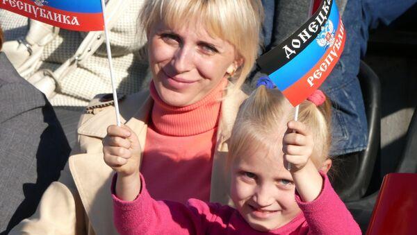 Residentes de la autoproclamada República Popular de Donetsk - Sputnik Mundo