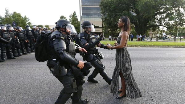 Leisha Evans, una enfermera afroamericana de Nueva York, protesta contra la violencia policial - Sputnik Mundo