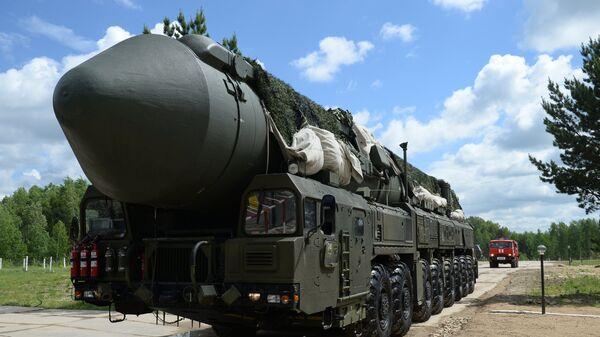 Un misil balístico intercontinental Yars (archivo) - Sputnik Mundo