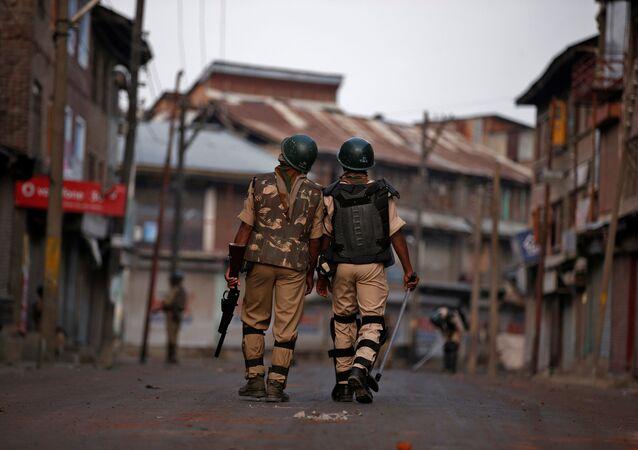 Policías de la India en Cachemira