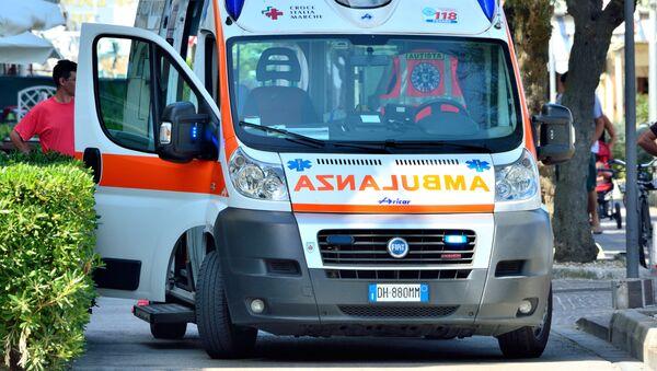 Una ambulancia italiana - Sputnik Mundo