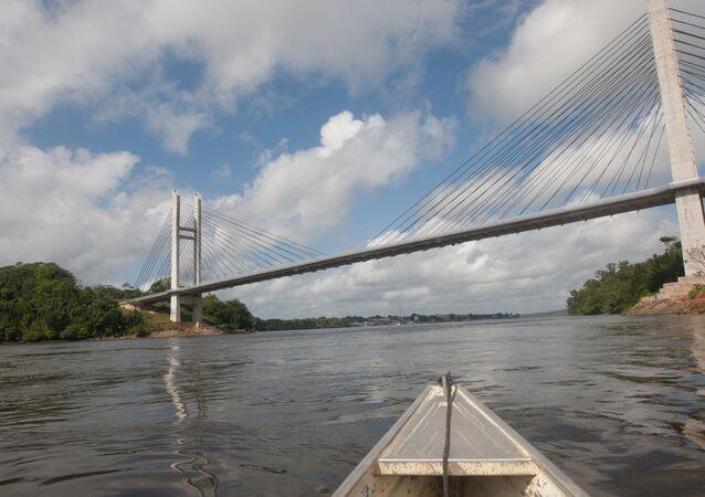 El puente binacional que une Brasil con la Guayana francesa