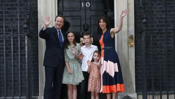 Exprimer ministro del Reino Unido, David Cameron, con su familia antes de presentar su dimisión - Sputnik Mundo