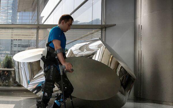 Las pruebas de exoesqueleto médico ExoAtlet - Sputnik Mundo