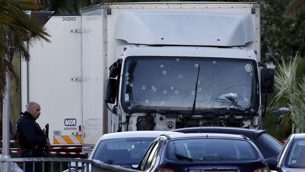 El camión usado en el atentado en Niza - Sputnik Mundo