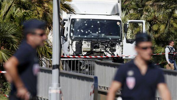 La policía francesa después del atentado terrorista en la ciudad de Niza, Francia - Sputnik Mundo