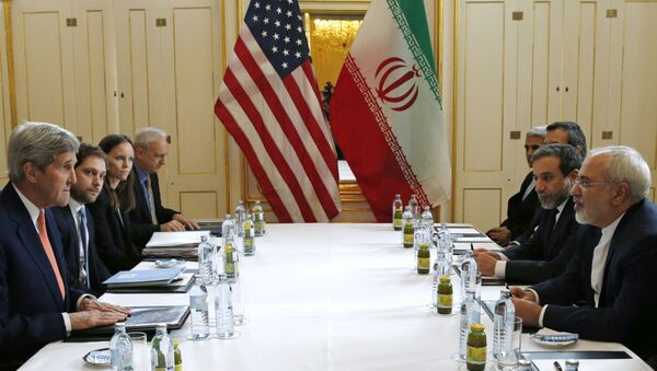 Sercretario de Estado John Kerry con el Ministro de Exteriores de Irán Mohammad Javad Zarif, Vienna, Austria, 16 de enero de 2016 - Sputnik Mundo
