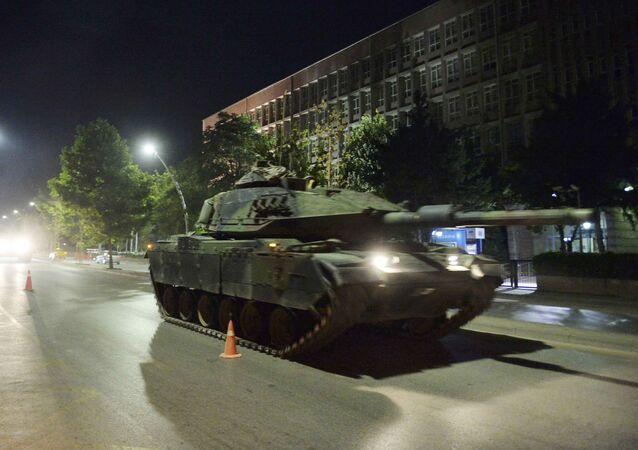 Tanque en las calles de Ankara