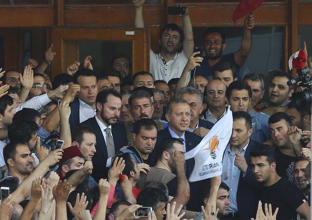 Presidente de Turquía, Recep Tayyip Erdogan, en el aeropuerto de Ataturk en Estambul