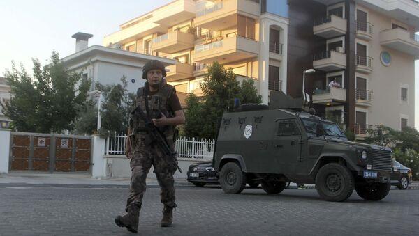 Un policía turca patrulla las calles (archivo) - Sputnik Mundo