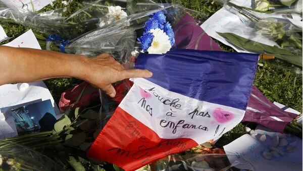 La ofrenda floral en Niza tras el atentado del 14 de julio - Sputnik Mundo
