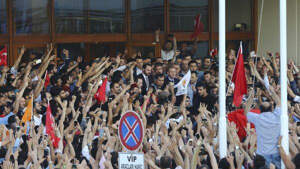 La primera mañana después del fracasado intento de golpe de Estado en Turquía - Sputnik Mundo