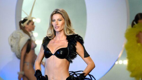 Brazilian top model Gisele Bundchen presents underware as she launches her own brand, Gisele Bundchen Intimate, in Sao Paulo, Brazil, on May 12, 2011. - Sputnik Mundo