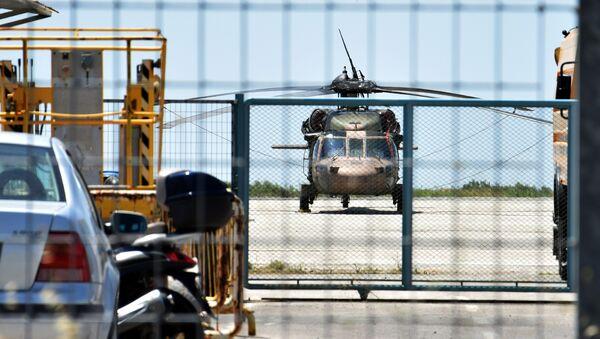 Helicóptero turco en Alejandrópolis, Grecia - Sputnik Mundo
