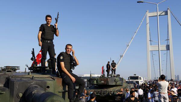 La policía turca después de la intentona golpista - Sputnik Mundo