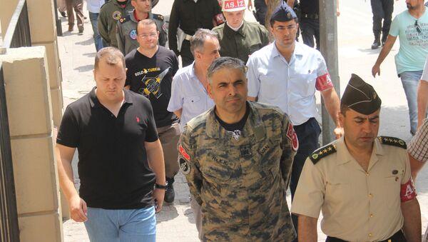 Bekir Ercan Van (centro), jefe de la base militar turca de Incirlik - Sputnik Mundo