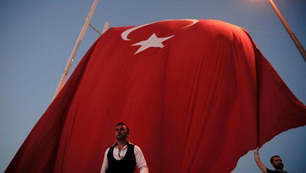 La bandera nacional de Turquía - Sputnik Mundo