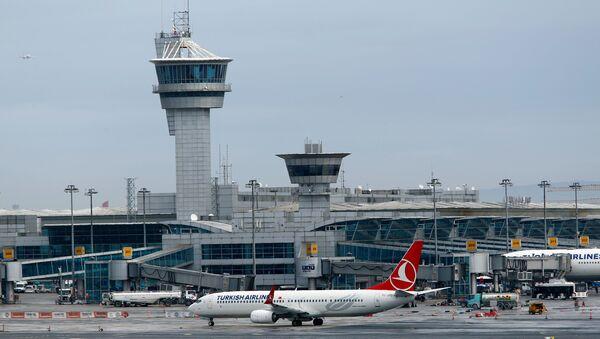 El aeropuerto Ataturk en Estambul, Turquía (archivo) - Sputnik Mundo