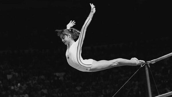 Nadia Comaneci durante su impecable presentación en los JJOO de Montreal 1976. - Sputnik Mundo