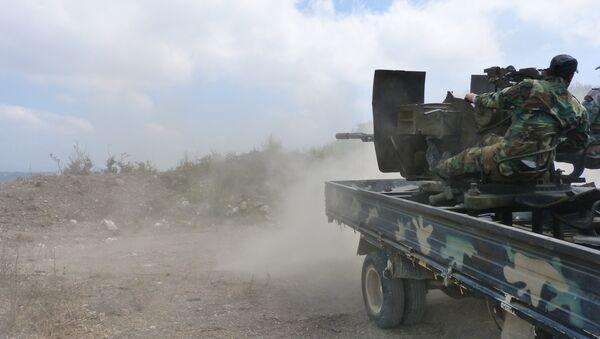 El Ejército sirio durante los combates en los suburbios de la ciudad de Salamiyah, en la provincia de Hama - Sputnik Mundo
