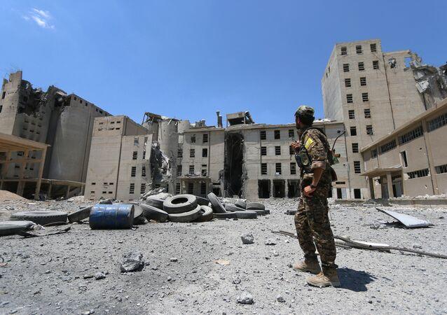 Edificios destruidos en Manbij, Siria (archivo)
