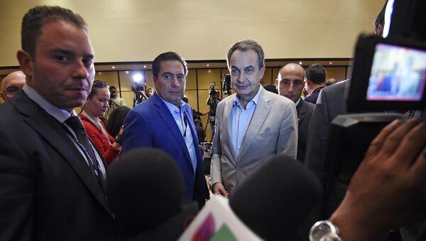 Exmandatario panameño Martín Torrijos y expresidente del Gobierno español José Luis Rodríguez Zapatero en Venezuela (archivo) - Sputnik Mundo