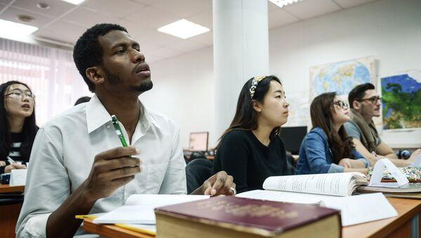 Estudiantes de la Universidad Rusa de la Amistad de los Pueblos - Sputnik Mundo