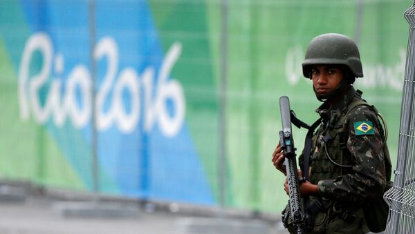 Un militar brasileño en Río de Janeiro - Sputnik Mundo
