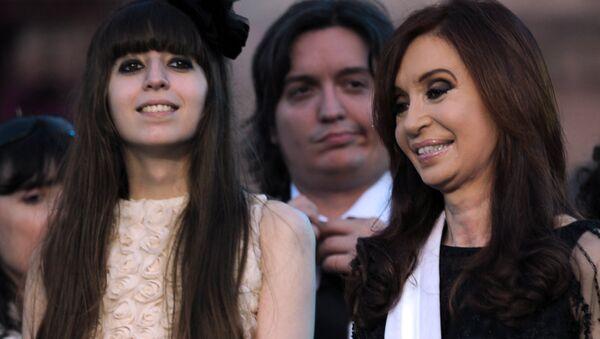 Florencia Kirchner y  Cristina Fernández, expresidenta argentina - Sputnik Mundo