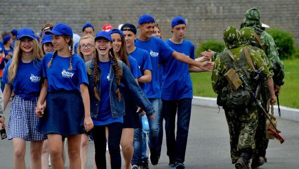 La ceremonia de ingreso a la agrupación juvenil Yunarmia en Primorie - Sputnik Mundo