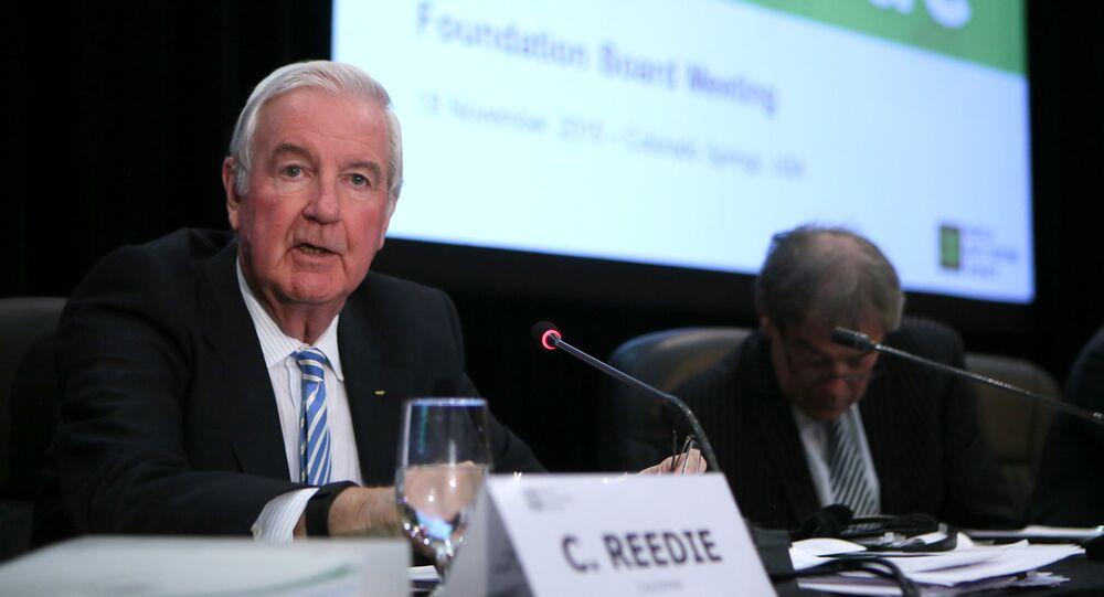 Craig Reedie, presidente de la WADA, (izda.) durante la conferencia de prensa (archivo)