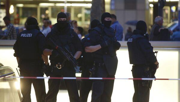 Las fuerzas policiales desplegadas en la principal estación de trenes tras el tiroteo en el centro comercial Olympia en Múnich - Sputnik Mundo
