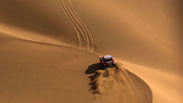 Una de las etapas del rally Ruta de la seda, que atraviesa el desierto de Gobi.  - Sputnik Mundo