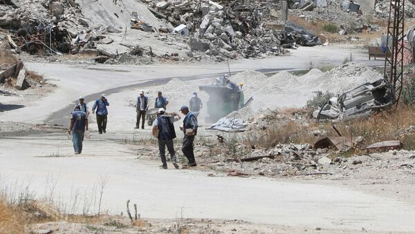 Los obreros, en las calles destruidas de Homs, Siria. - Sputnik Mundo