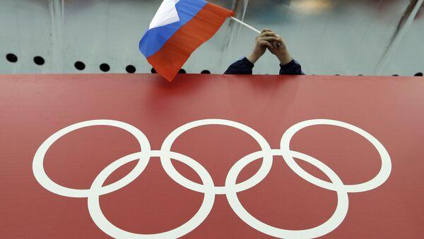 Bandera de Rusia y logo de los JJOO (archivo) - Sputnik Mundo
