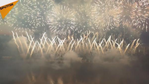 El Festival de Fuegos Artificiales de Moscú, a vista de pájaro - Sputnik Mundo